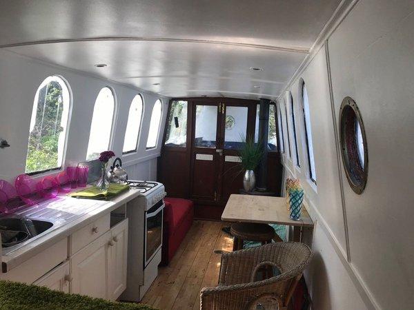 Quirky Bright Shabby Chic Narrowboat Houseboat Liveaboard near London