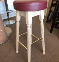 Reeded leg high bar stools