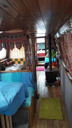 Rustic Narrowboat Liveaboard Houseboat near London