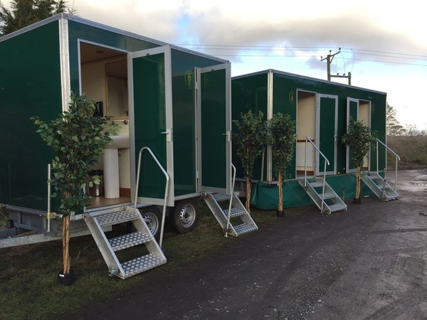 Luxury toilet trailer