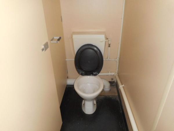 16' x 9' toilet block