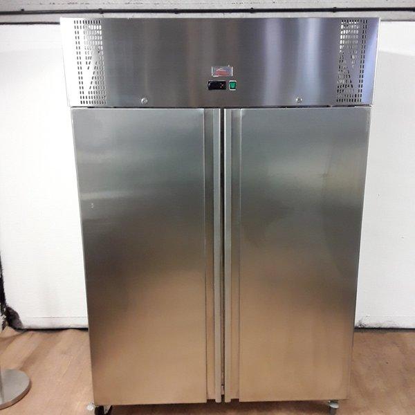 Upright fridge