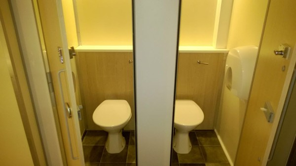 4+2 Re-circ toilet trailer for sale