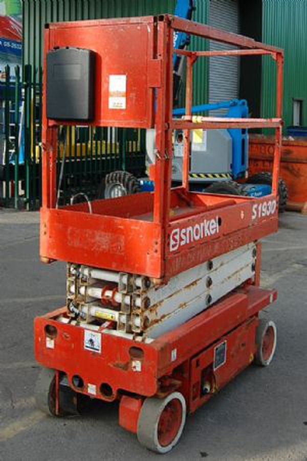 Snorkel 1930E battery scissor lift