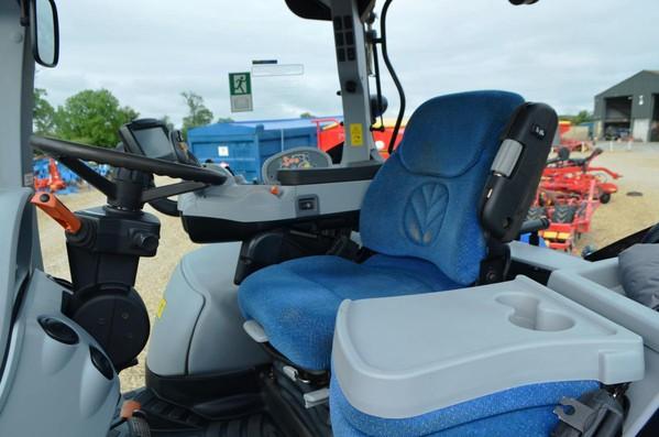 New Holland T7260  Tractors