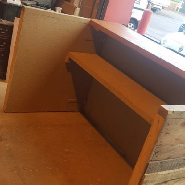 Rustic pallet bar for sale