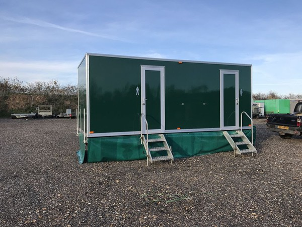 Secondhand toilet trailer