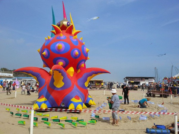 Fantastic inflatable monsters