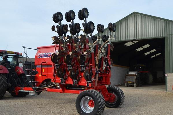 Farm Sumo DTS 4M Seed Drill
