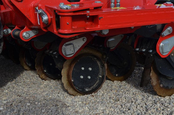 Red Sumo DTS 4M Seed Drill