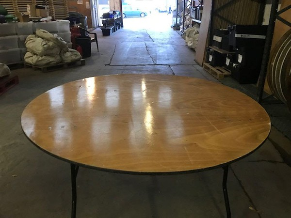 Secondhand 5' tables