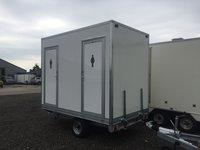 Toilet trailer