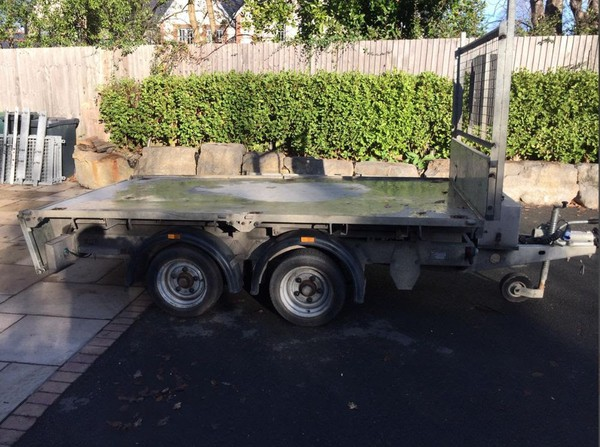 Tipping plant trailer