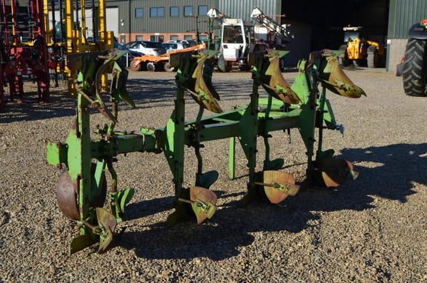Hire Dowdeswell DP8B 4 Furrow Plough