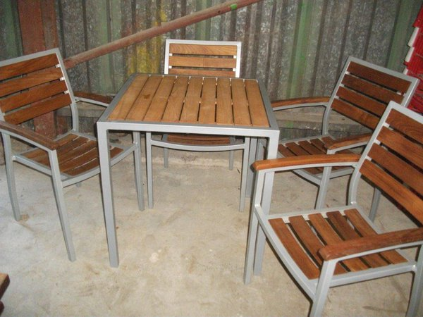 Chair and table set for sale