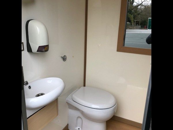 1 + 1 Luxury toilet trailer for sale