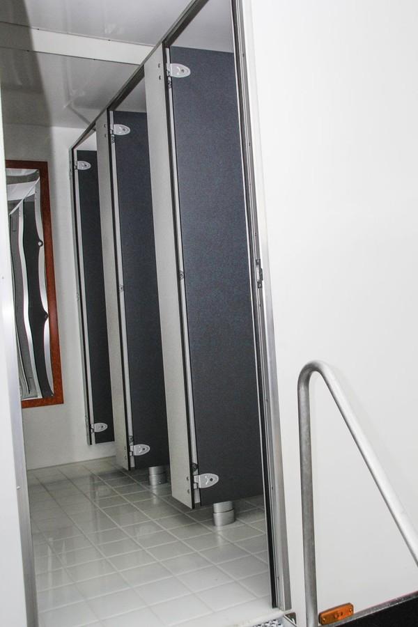 3x Ladies toilets