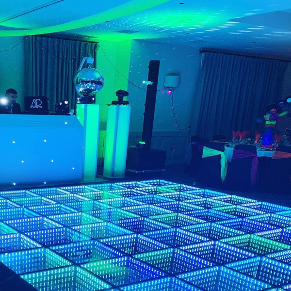 Sound to light dance floor