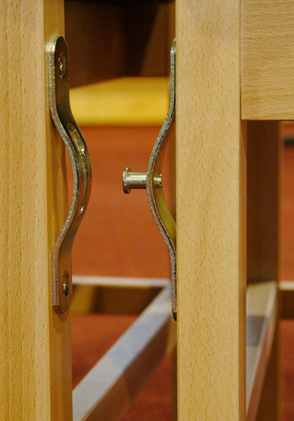 Chairs keyhole link