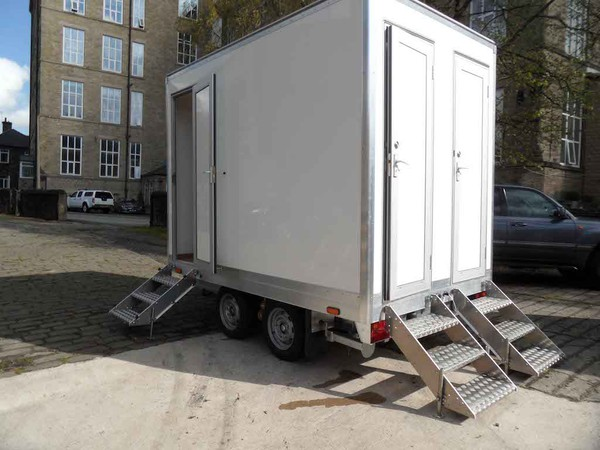 10'x6' Fresh/grey water flush 3 door 2+1 mobile toilet unit