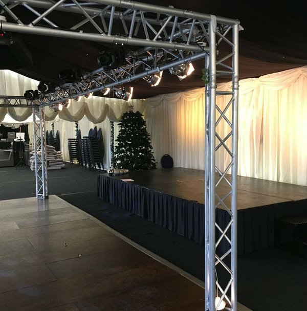 Over the dance floor Lighting truss box