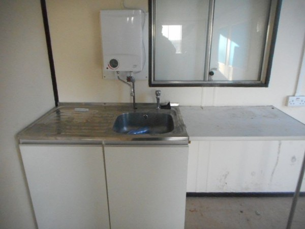 Kitchen sink with heater