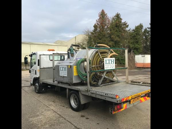 Vacuum tanker with toilet transport