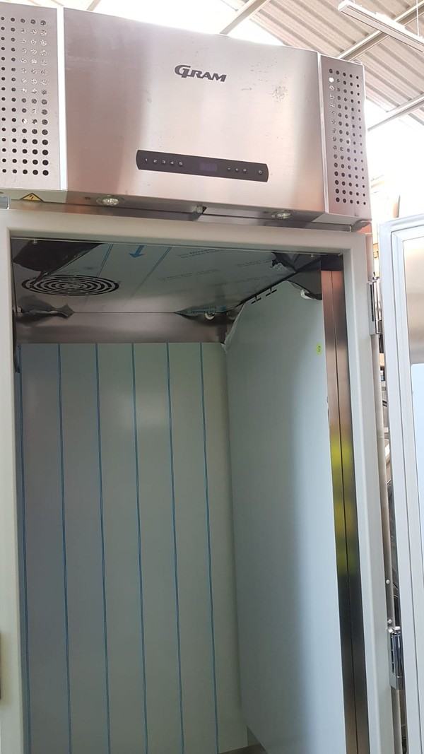 1422 Ltrs Upright Fridge Cabinet