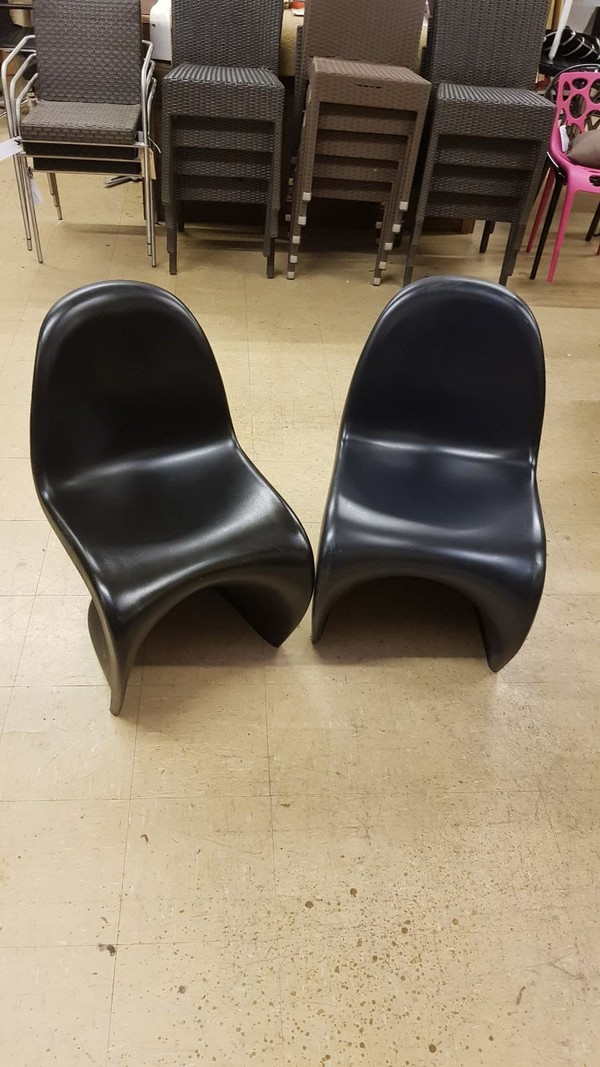 Stacking Classic 'S' Chairs in Black or Navy
