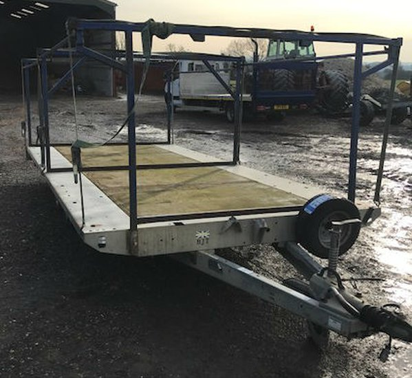 Flat bed trailer with loading frame