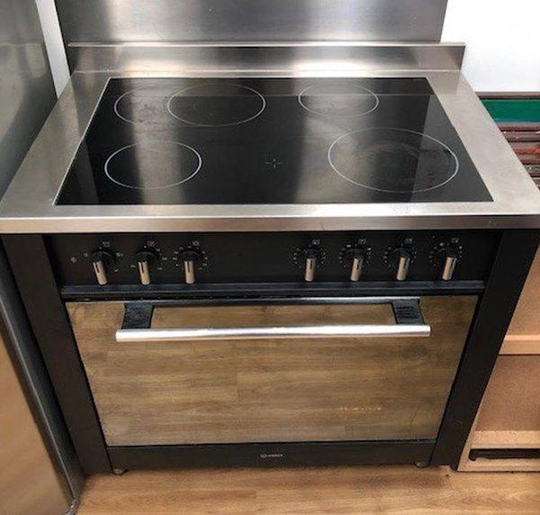 Electric Indesit Range Oven