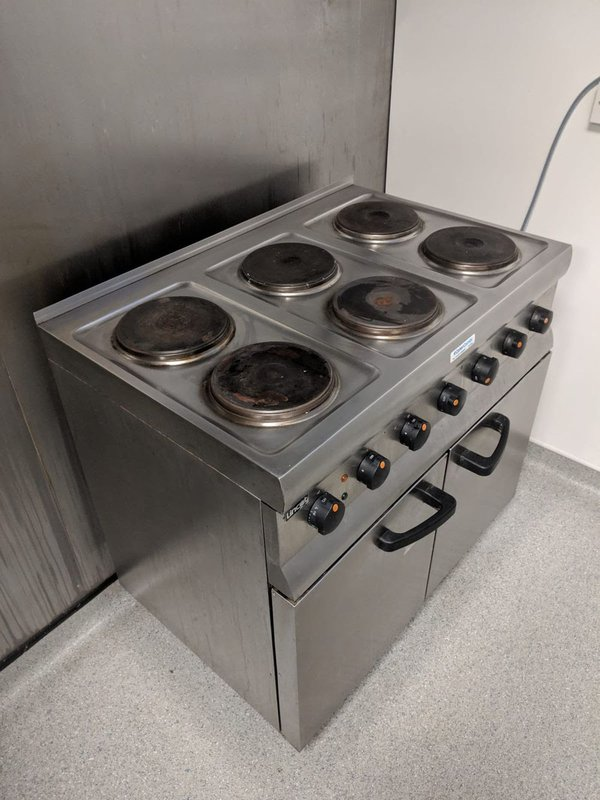 Electric six ring range cooker