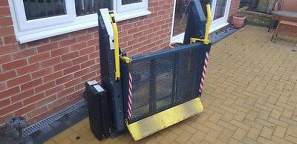 Wheelchair tail lift