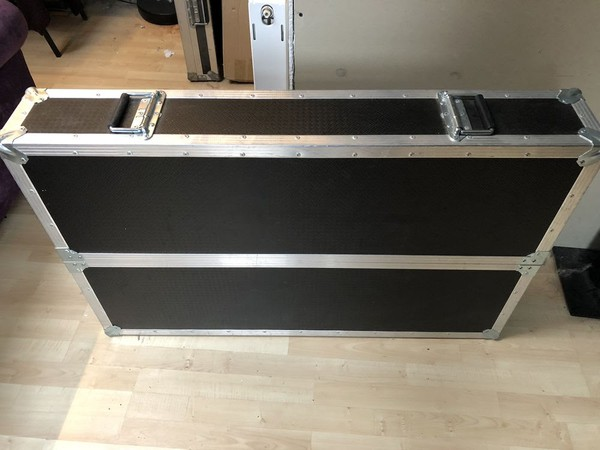 Flat screen flightcase