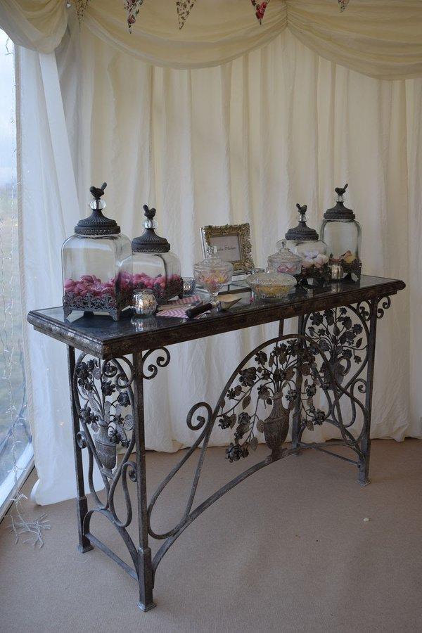 Vintage wedding sweetie table