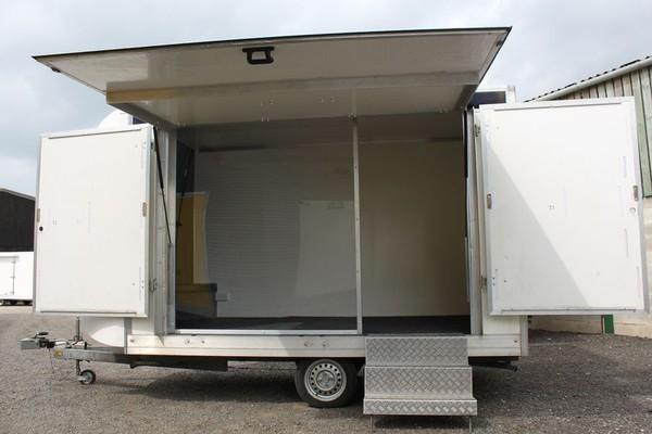 Single axle exhibition trailer
