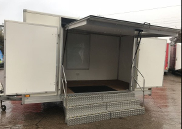 Un branded show trailer with aluminium steps