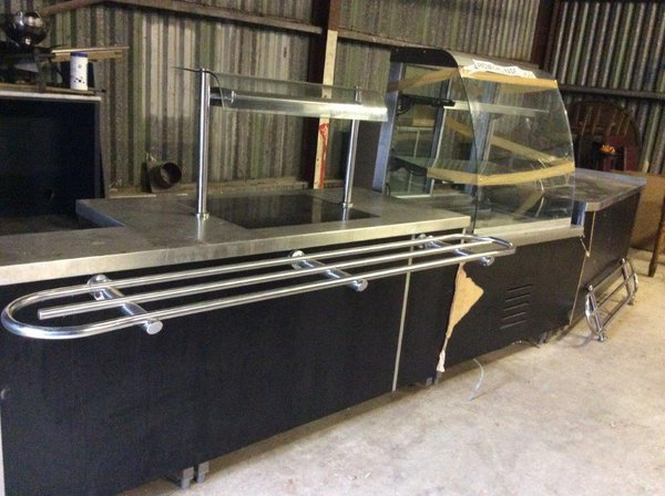 Serving counter with heated Gantry