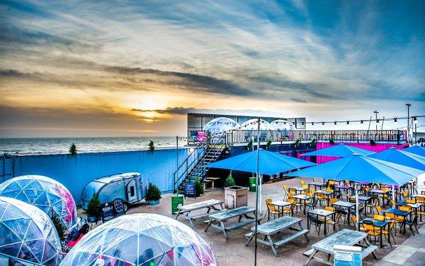 Portable venue / restaurant