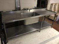 Deep single sink with left and right drainers
