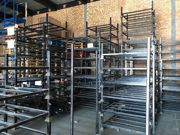 Stacking stillages