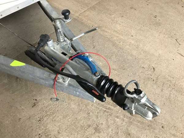 Tow hitch with lock