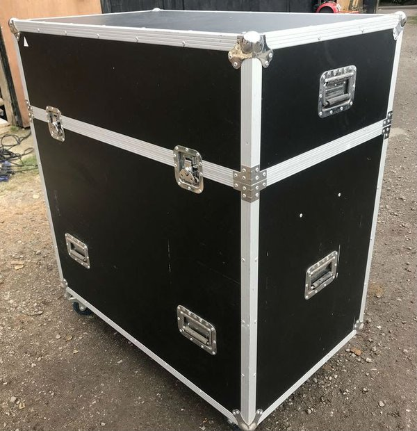 Flight case on wheels