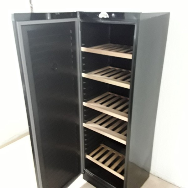 Vestfrost CVKS671 Wine Fridge