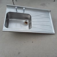 Single sink with right hand drainer