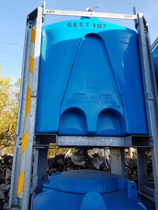 Fork liftable water storage stillage
