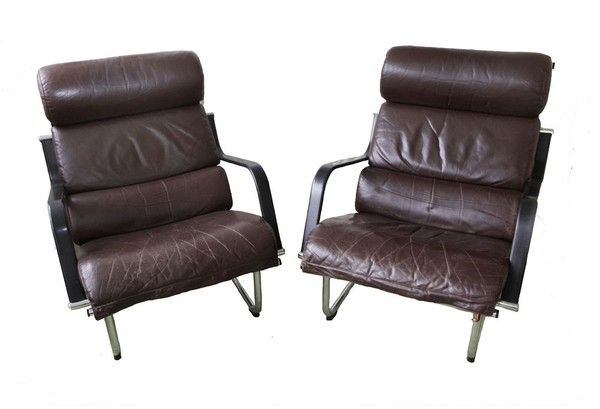2 matching Avarte Remmi leather chairs and footstools