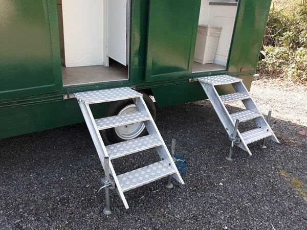 Toilet trailer aluminium steps
