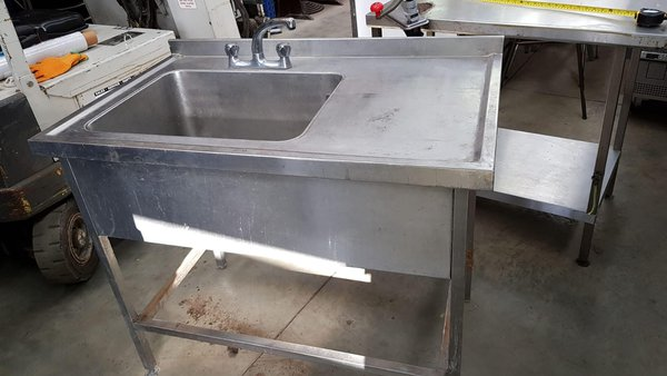 Single commercial sink - London