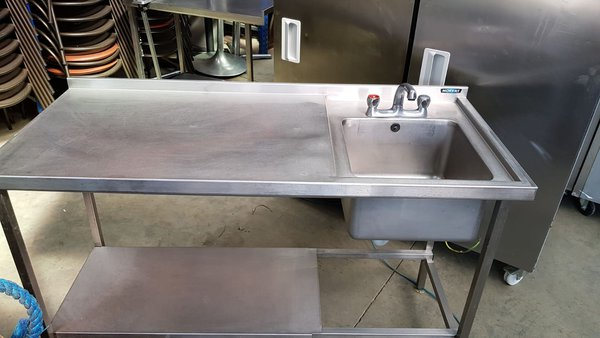 Single sink with left hand drainer